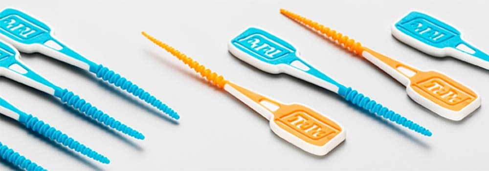 Water Flossing vs Dental Floss vs Interdental Brushes 1
