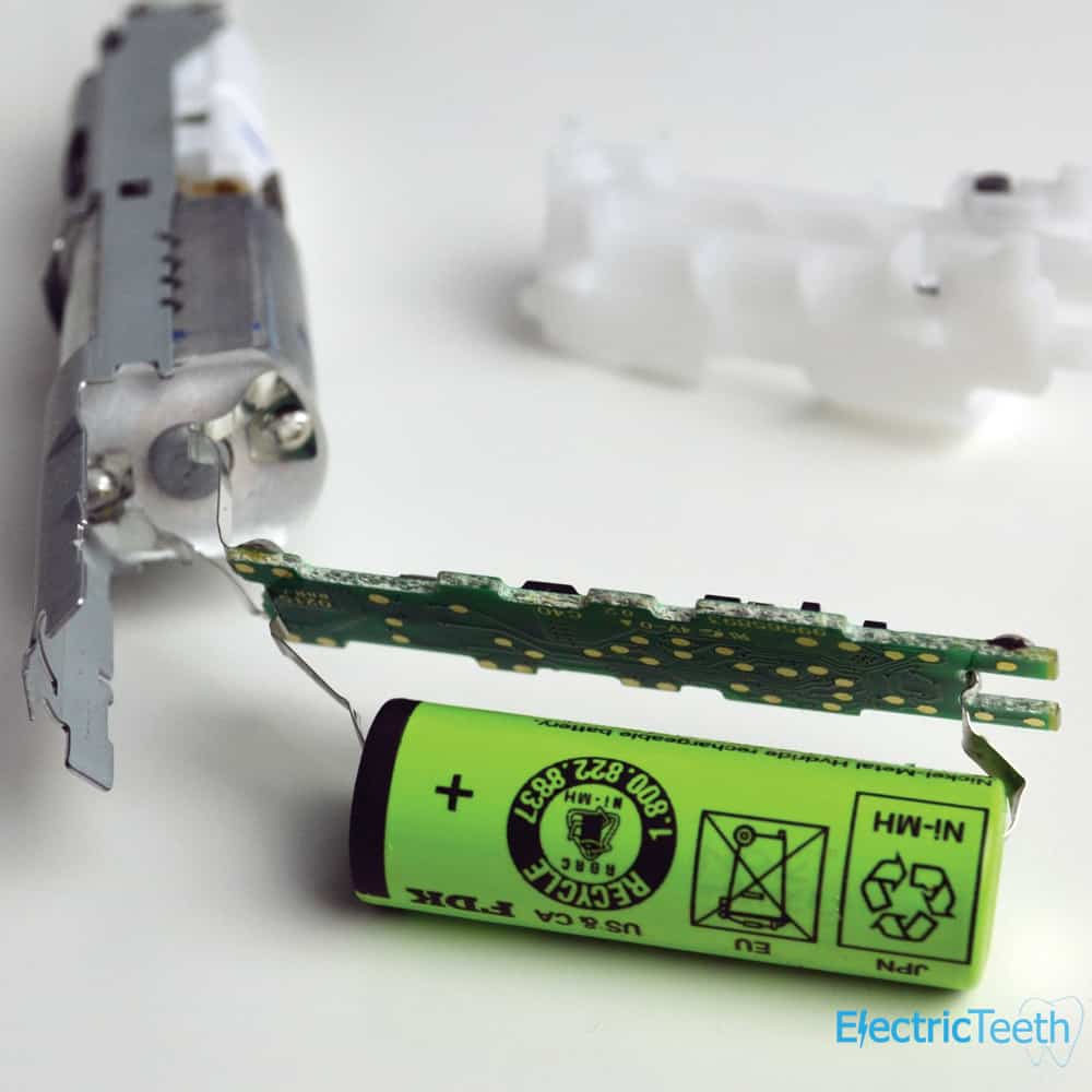 Battery of an electric toothbrush connected to circuit board